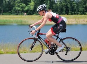 Het 2e triathlon-nummer: Esther rijdt  tijdrit op de fiets!