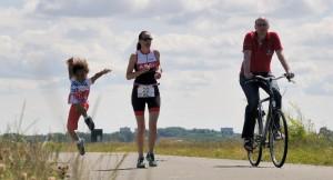 Jetty's nichtje Esther bij haar triathlon op het loopnummer