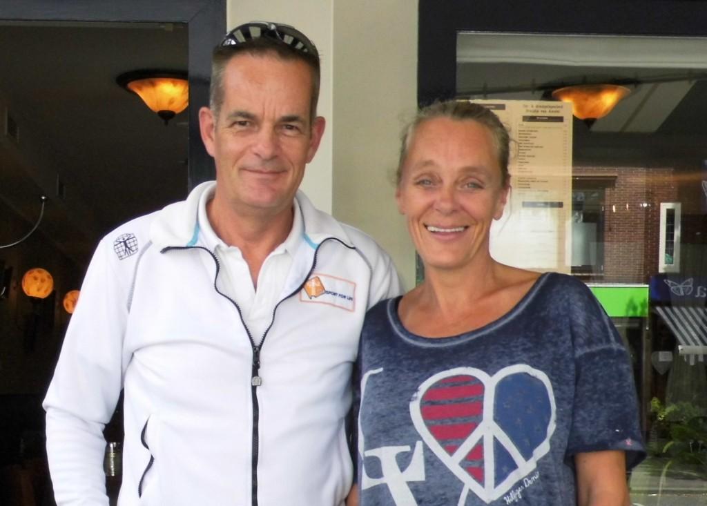 HILVERSUM. Een hele fijne ontmoeting met Brenda Toet. Zij komt ons team vrijwilligers versterken en zal vooral als verpleegkundige meegaan op onze vakantietrips. WELKOM BRENDA! — v.l.n.r. Miel in 't Zand en Brenda Toet-Reiz