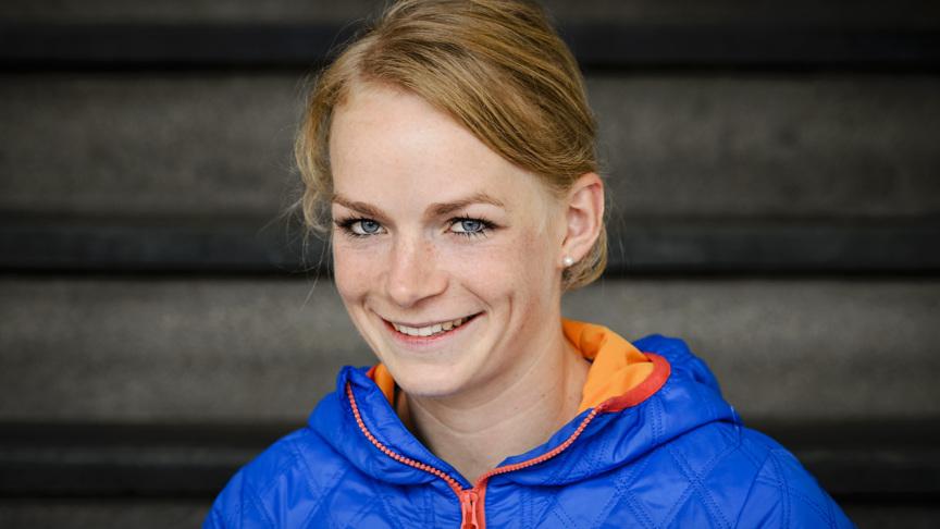 2015-10-22 12:58:41 EINDHOVEN - Thijsje Oenema tijdens de persconferentie van schaatsteam Continu. ANP REMKO DE WAAL