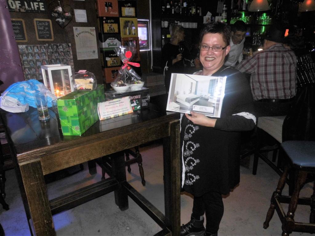 Een gelukkige Ingrid van Tricht met haar gewonnen prijzen.