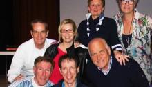 Van links naar rechts. Voorste rij: Hans van Breukelen, Piet Vromans en Evert ten Napel. Op de 2e rij: Miel in 't Zand, Jacqueline van de Ven, Gera Soederhuizen en Nita van Vliet.