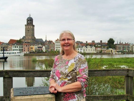 Marleen Wuyts met Deventer op de achtergrond