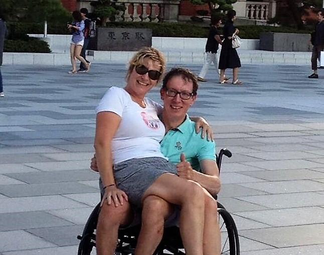 Piet samen met Jacqueline in Japan voor de behandeling met Edaravone