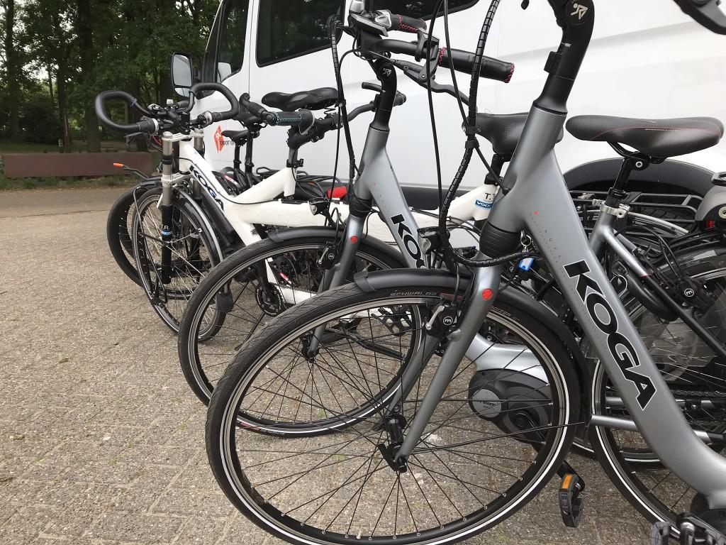 Onze KOGA fietsen klaar voor gebruik bij de rit door de Loonse en Drunense duinen.