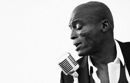 In het begin van de jaren '90 brak de Britse soulzanger Seal door als gastzanger op de hit 'Killer' van Adamski en met eigen singles 'Crazy' en 'Future Love Paradise' van zijn debuutalbum 'Seal'. Latere successen zijn het prachtige 'Kiss From A Rose' (titeltrack 'Batman Forever' en meer dan 121 miljoen streams op Spotify), 'Fly like an eagle' en 'Amazing'. Zijn jongste album 'Standards' dateert van november vorig jaar en bevat covers van jazz- en swingklassiekers. Seal verkocht sinds de start van zijn carrière in '89 meer dan 30 miljoen albums.