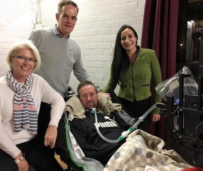 Ronnie Möller met Nita en Miel van Topsport for Life en verzorgster Lina