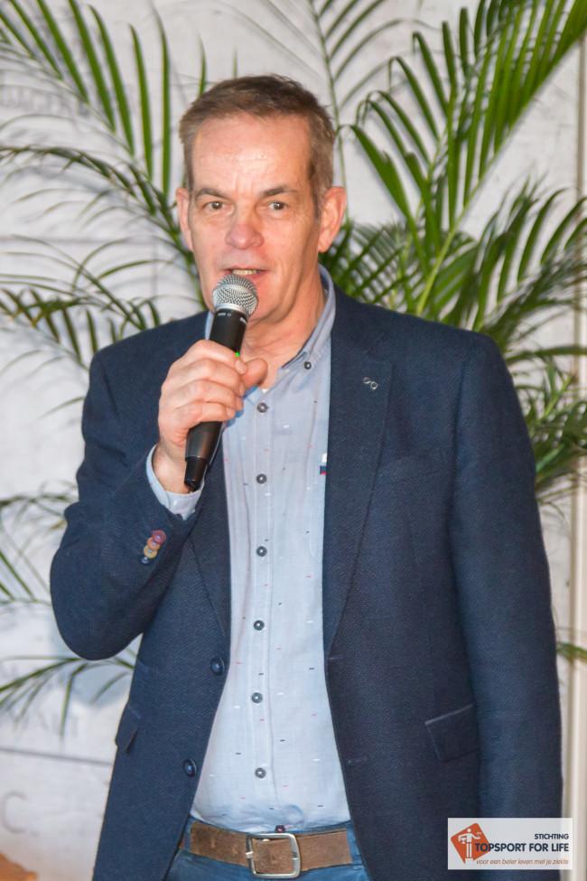 Directeur Miel in 't Zand van Topsport for Life presenteert de stichting aan alle aanwezige sponsoren en donateurs. Foto: Paul Bekkers