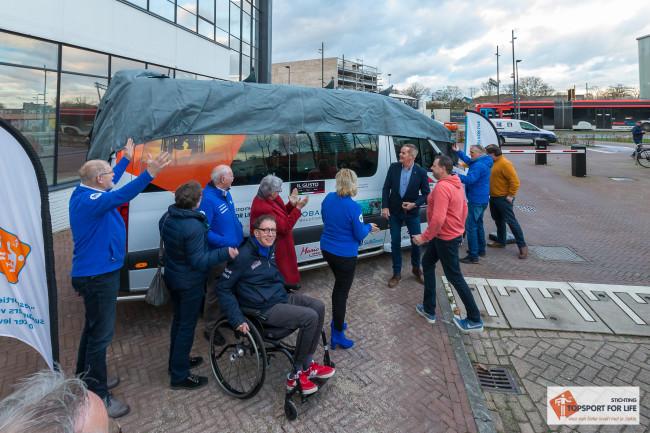De nieuwe bus wordt onthuld! Foto: Paul Bekkers