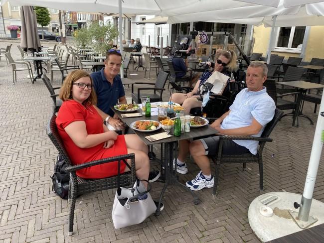 Samen gezellig op het terras in Zottegem.
